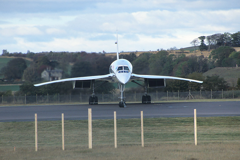 The final flight: Concorde turns at the end of the runway.