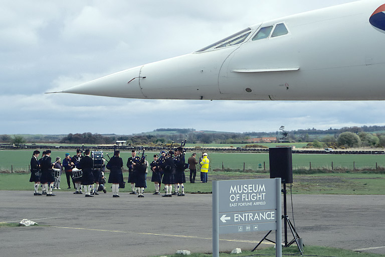 The Haddington Pipe Band welcomes Concorde.